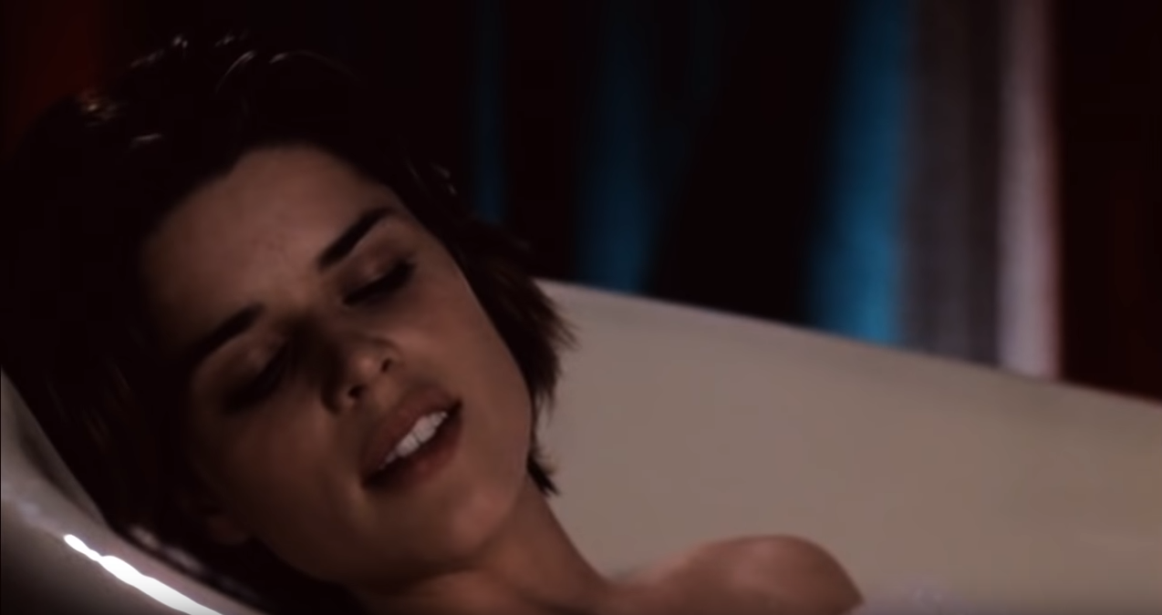 Seductive bath scene with Neve Campbell in the movie Three to Tango